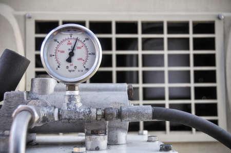 manometro per misurare la pressione nel sistema di processo di idrocarburi utilizzata manometro per monitorare le condizioni di pressione all'interno del sistema