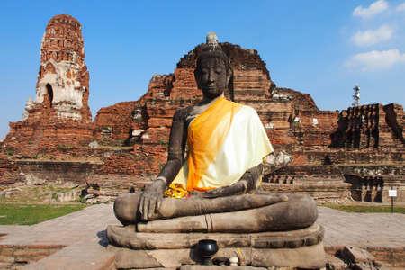 A big buddha statue at Wat Mahatat, Ayutthaya, Thailand    photo