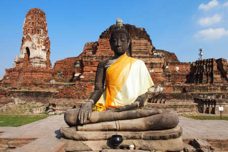 properous: A big buddha statue at Wat Mahatat, Ayutthaya, Thailand