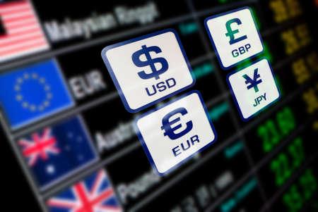 munt pictogrammen tekens wisselkoers op digitaal bord onscherpe achtergrond Stockfoto