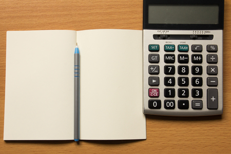 cuadro sinoptico: Opened note book with pen and calculator