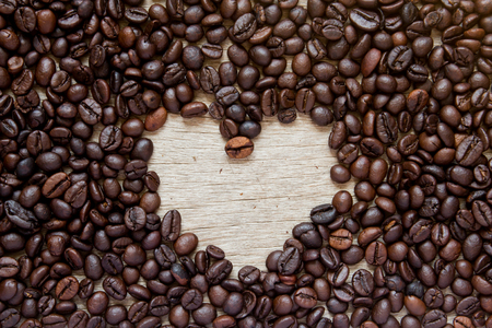 bebes lindos: Coffee bean with blank space as heart shape background