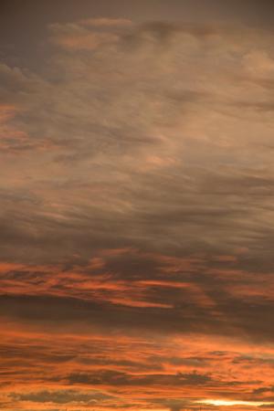 Schöne gelbe Wolke mit dem hellen Hintergrund der Sonne Standard-Bild - 86213958