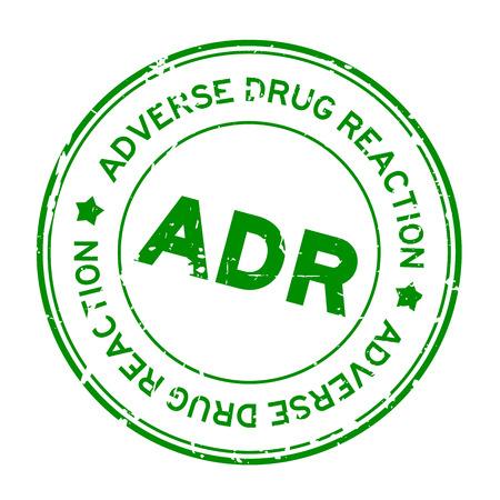 Grunge verde ADR (abreviatura de reacción adversa a medicamentos) sello de sello de goma redonda sobre fondo blanco. Ilustración de vector