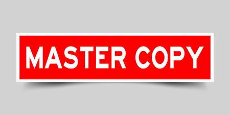 Étiquette d'autocollant rouge carré dans la copie principale de mot sur fond gris