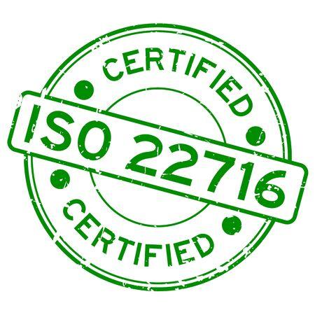 Grunge verde certificato ISO 22716 parola rotonda guarnizione in gomma timbro su sfondo bianco