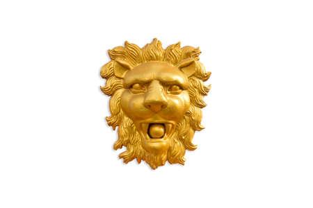 Sculpture à bas relief en lion blanc doré sur fond blanc. Banque d'images - 85103368