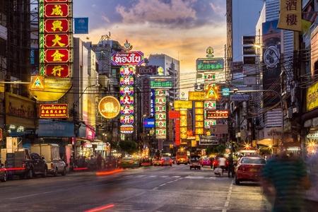 BANGKOK - 9 juni: The China Town op Yaowarat Road. Aantrekkelijke licht 's nachts, Thailand op 9 juni 2014.