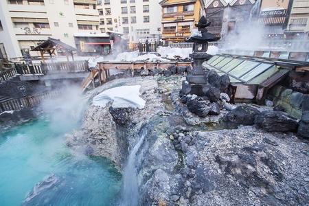 Kusatsu Onsen is een van Japans meest bekende warmwaterbron resorts en is gezegend met grote volumes van hoge kwaliteit hete bronwater gezegd dat elke ziekte, maar liefdesverdriet te genezen.