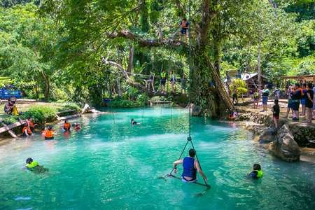blue lagoon: Blue Lagoon in Vang Vieng, Laos Editoriali