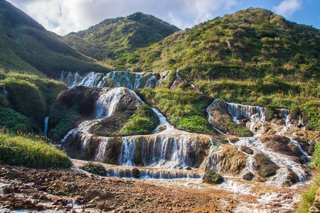 Waterval in de oude straat van Jiufen in Taiwan