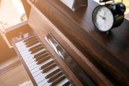 ピアノの上の目覚まし時計 写真素材