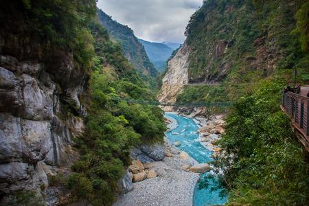 Taroko 협곡 및 Jhuilu 오래 된 트레일 Taroko 국립 공원, 화롄, 대만에서의 하이킹 코스보기