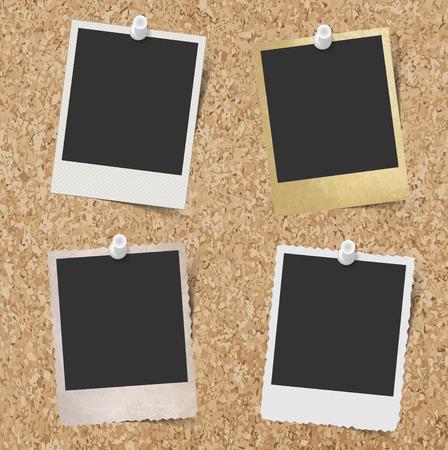 tablero: Marcos de fotos instantáneas en blanco cubrió a fondo tablero de corcho
