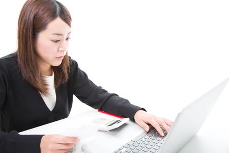 Young woman calculating bills