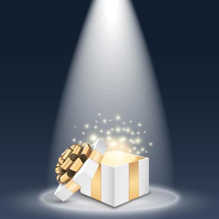 Geopend cadeau doos met schijnend licht in de schijnwerpers