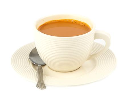 Tasse de thé de lait chaud sur fond blanc Banque d'images