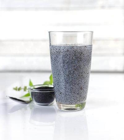 Graine de basilic poilue pour boissons - Boisson salée