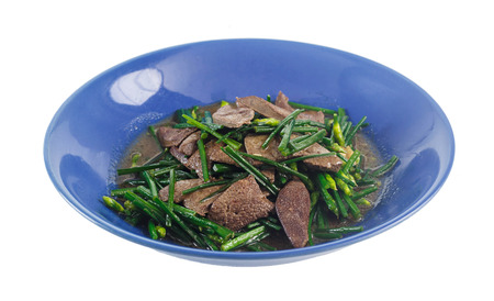 Dish of stir fried pork liver with Chinese chives isolated on white Banque d'images