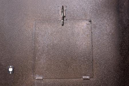 Porte métallique bleu foncé avec serrure Banque d'images - 91436453