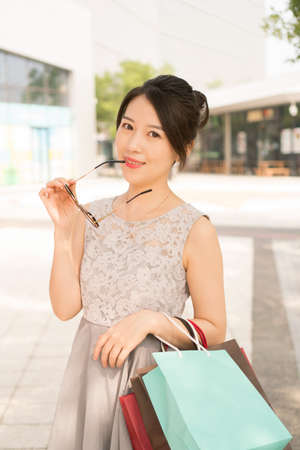 asian girl with shopping bags Banco de Imagens