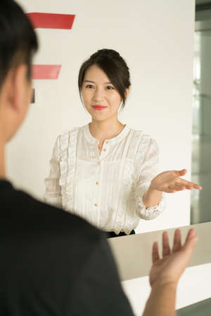 office lady discussing matter with a man Banco de Imagens