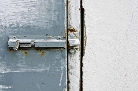 puertas de hierro: Antigua puerta, puertas de hierro con �xido.