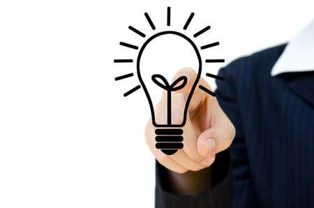ideas brillantes: Joven se�al� a la idea, aislados en fondo blanco.
