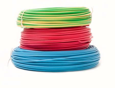 Groene, rode en blauwe draad bundels geïsoleerd op wit
