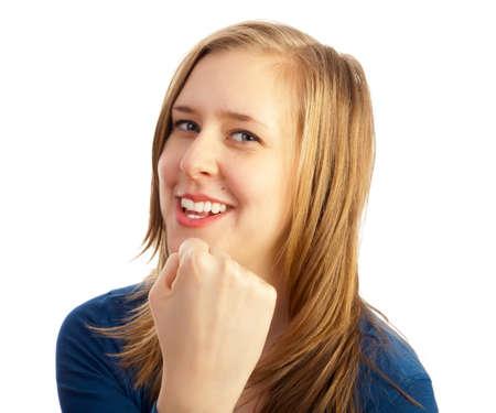 mujeres peleando: La muchacha encantadora hermosa amenazando con el puño