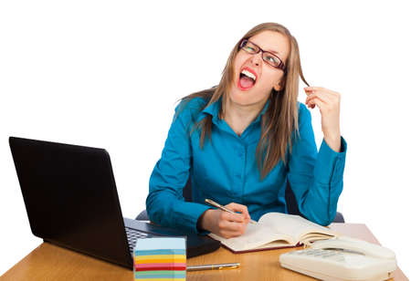 Junge Geschäftsfrau ist mit Arbeit zugeführt - zeigt ein lustiges Gesicht Standard-Bild