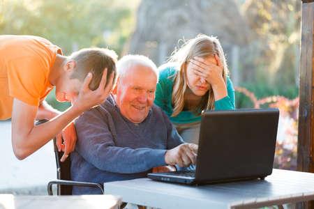 Hopeless Situierung, hat Großvater nicht verstehen Standard-Bild - 23181976