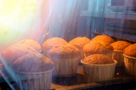 the process of baking cupcakes with an oven cabinet, low key. Stok Fotoğraf - 148524984