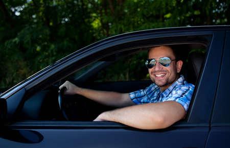 自分の車に笑みを浮かべてハンサムな男 写真素材