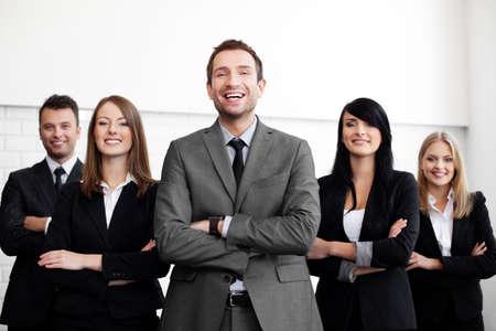 フォア グラウンドで実業家のリーダーとのビジネス人々 のグループ 写真素材