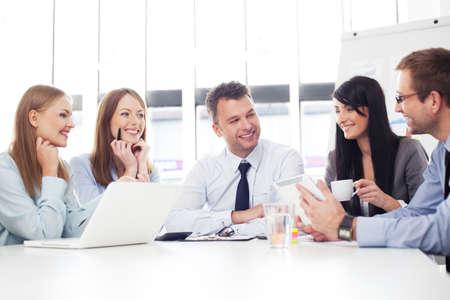 Un groupe de gens d'affaires travaillant