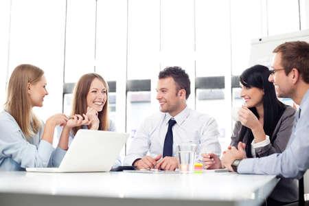 empleados trabajando: la gente de negocios.