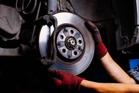 Bremsenreparatur Standard-Bild - 53953501