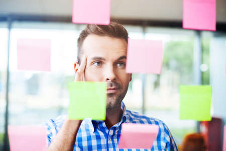 sticky note: Businessman working on new project strategy Stock Photo