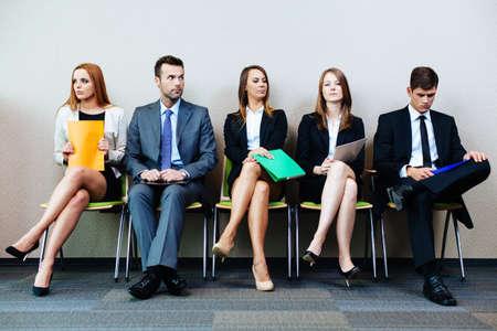 Obchodní lidé čekají na přijímací pohovor