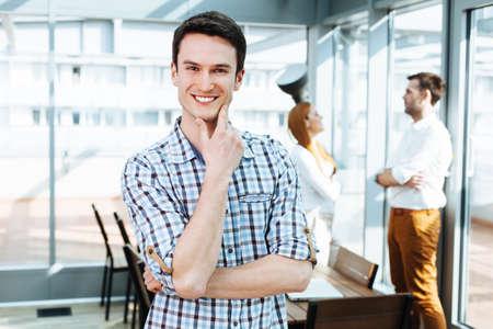Portrait einer positiven junge professionelle Blick in die Kamera photo