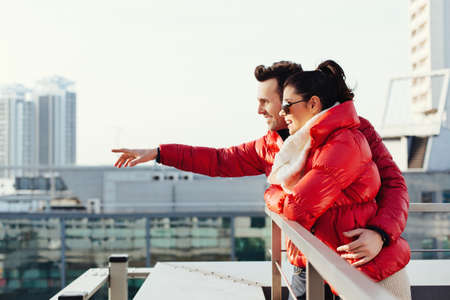 enyoing: Young couple visiting city and enyoing view