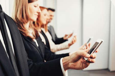 Business people using smartphones Foto de archivo