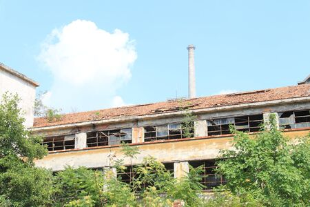 60 70: Construction industry, 60 70 years, abandoned to the crisis of large industrial groups Italy.