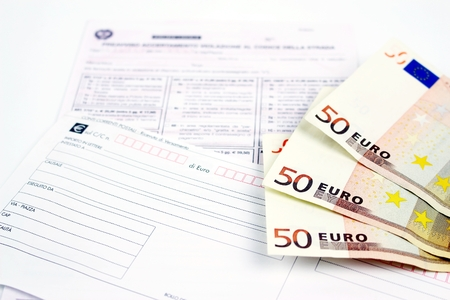 Infringement of the road Italy with money for payment