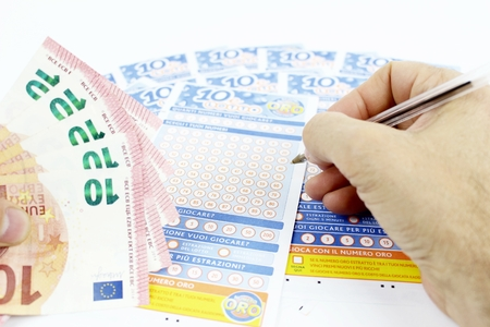 presence: The game of 10 and Lotto in Italy, the pen marks the ticket, the presence of paper money from Euro 10 Editorial