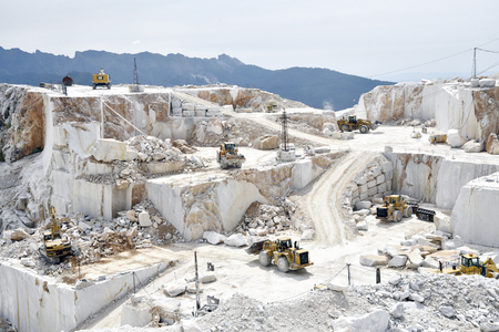 Carrara marble quarry in Italy with bulldozers at work Stockfoto