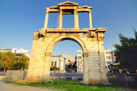hadrian: El Arco de Adriano es una puerta monumental Foto de archivo