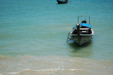 Longtail Boat at Shore 版權商用圖片
