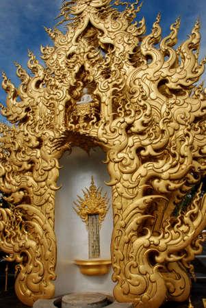 Golden Buddhist Statue 스톡 콘텐츠